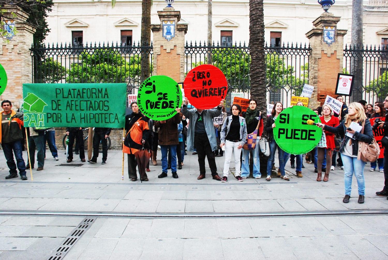 Stop_desahucios_abril_2013_grupo