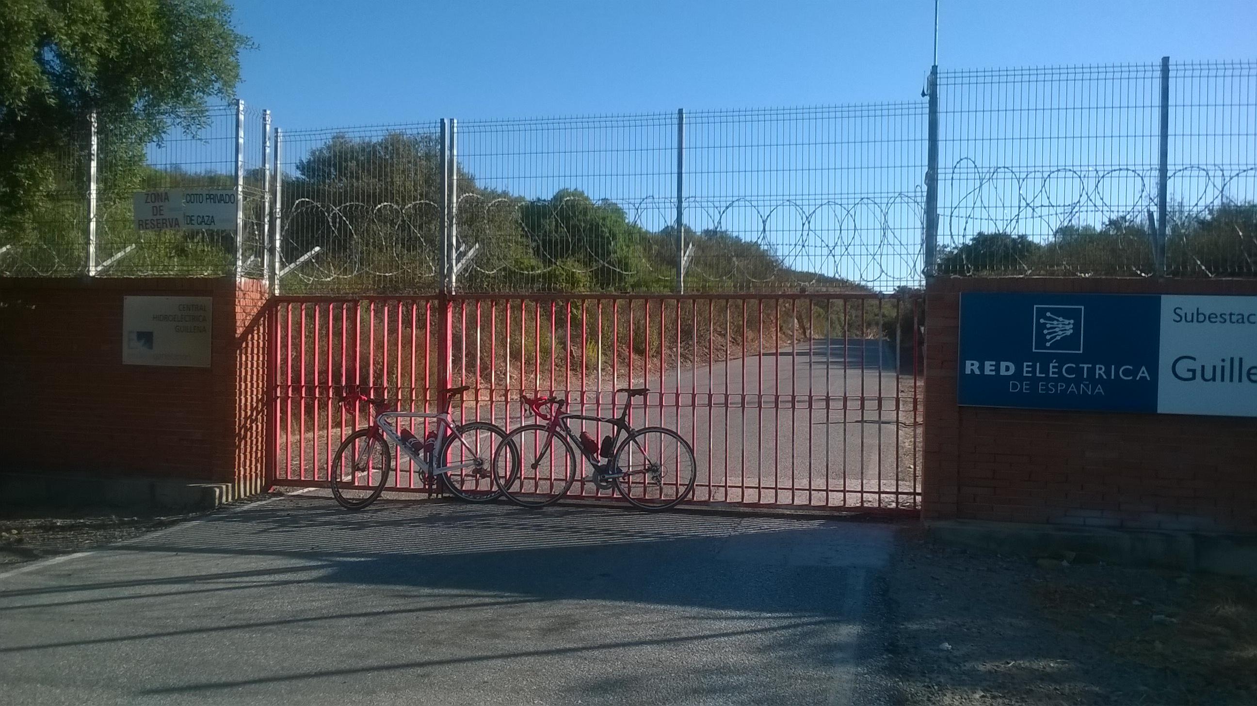Cerrado el paso en Central Hidroeléctrica de Guillena