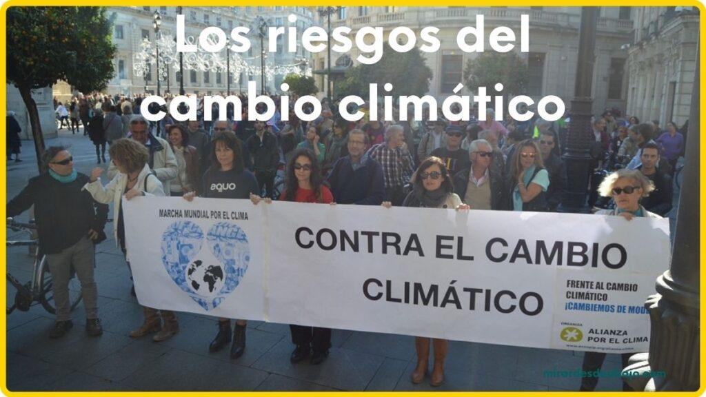 Imagen manifestantes en artículo sobre los riesgos del cambio climático