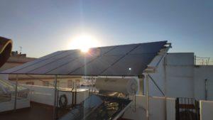 placas-solares-fotovoltaicas-puesta-de-sol