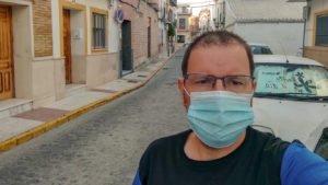 Abraham Velázquez Moraira con mascarilla por el coronavirus covid19