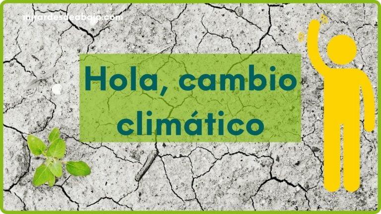 Imagen con desierto, una planta y texto: Hola, cambio climático